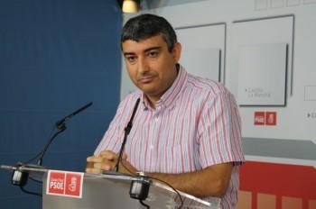 """Francisco José Navarro: """"En Puertollano se contrataron a 34 interinos en 2011 y ahora 1"""""""