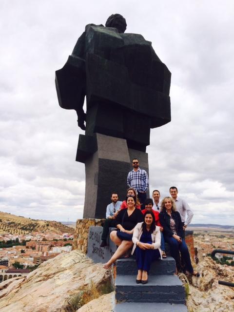 Mayte Fernández y el grupo municipal rinden homenaje al mausoleo socialista y al Monumento al Minero