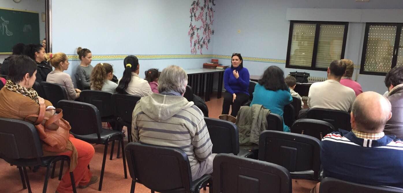 Mayte Fernández comparte el programa electoral con vecinos de El Carmen y Las Mercedes